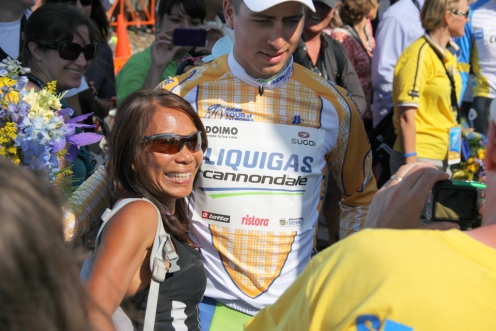 Sagan hands flowers to spectator in Livermore