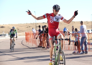Brady Kappius wins 2012 Castle Cross single speed contest