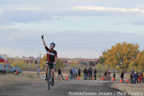 Tim Allen wins Zombie Cross in Parker, Colorado as Gage Hecht takes the final turn behind him