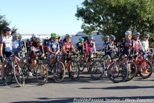 Women's open lineup at Primalpalooza. Eighteen in the field. Many wore a blue armband remembering Amy Dombroski.