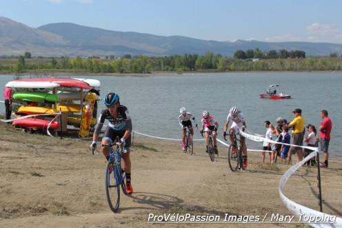 Caroline Mani leads lap 1 at US Open of Cyclocross