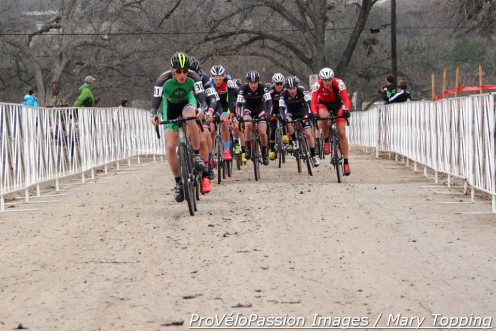 Junior men's 17 - 18 start at 2015 cyclocross nationals