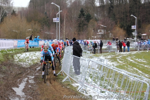 Head of the junior men's race at worlds a few hundred meters after the start