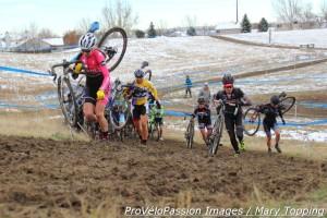 Elite women climb a hill just after the Louisville start